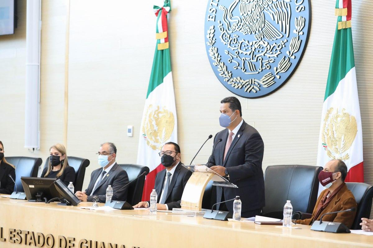 Asiste el Gobernador a la Sesión de Instalación y Apertura del Primer Año del Ejercicio Constitucional de la nuevaLegislatura.