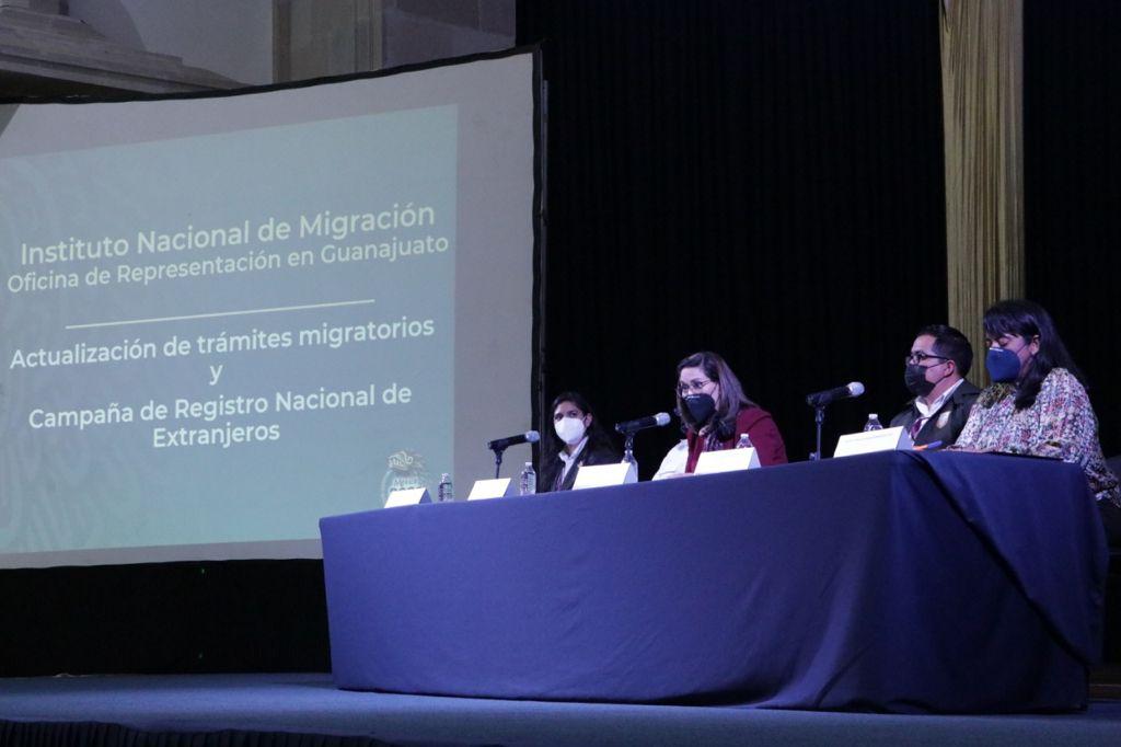 Con apoyo del Instituto Nacional de Migración, se capacitan en la UG en temas migratorios